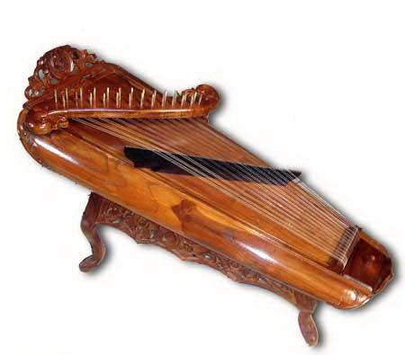 Siter sebagai salah satu alat musik pelengkap gamelan