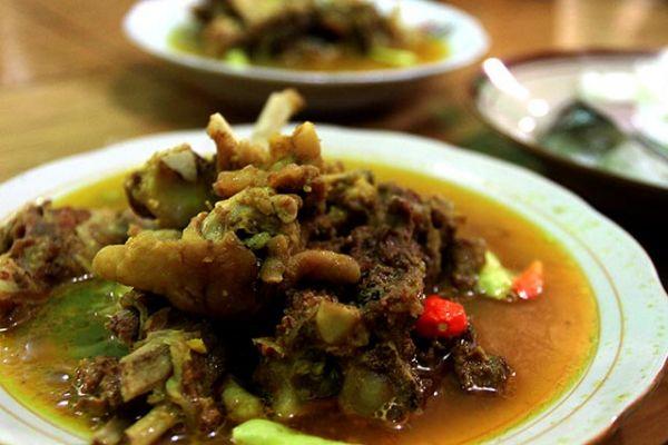 kuliner solo - thengkleng yu tentrem