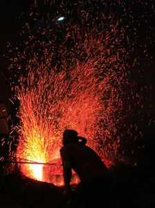 membakar-logam-untuk-gamelan