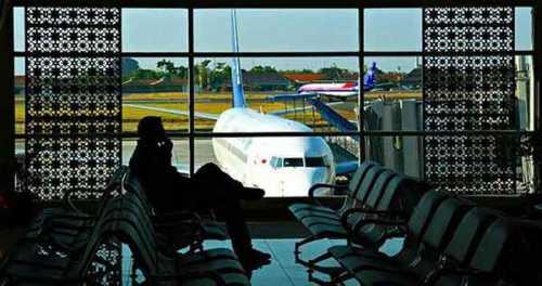 menunggu-di-bandara