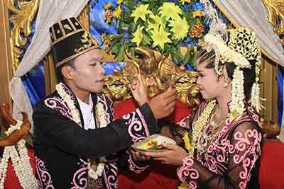 Upacara-Adat-Pengantin-Jawa