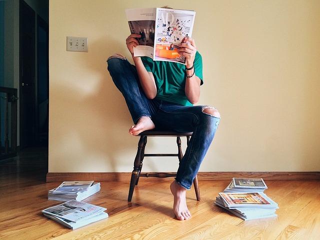 Membaca bisa dijadikan sebagai salah satu sumber belajar