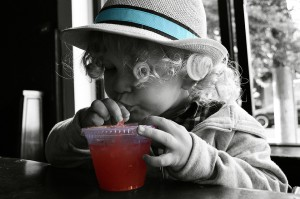 Anak - Anak Minum Jus/CC0/tykejones
