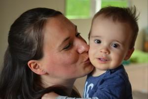 Mencium Anak Sebagai Bentuk Kasih Sayang/CC0/Ben_Kerckx