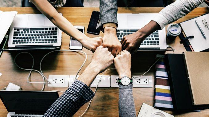 Semuaorang yang terlibat dalam kegiatan perusahaan merupakan salah satu bagian dari elemen pemasaran