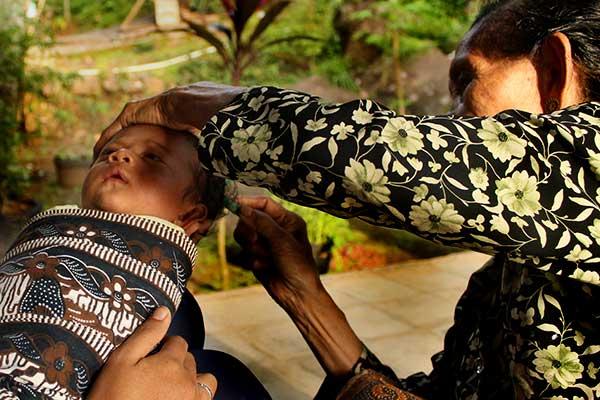 upacara kelahiran bayi