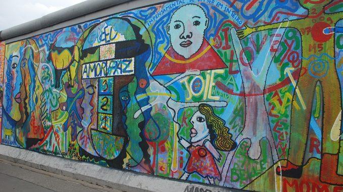 contoh grafitti di berlin