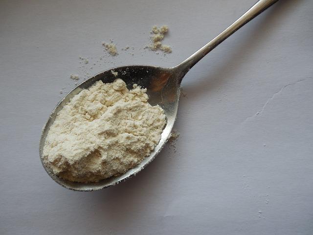 susu bubuk yang dibuat tanpa lemak melalui proses pengeringan