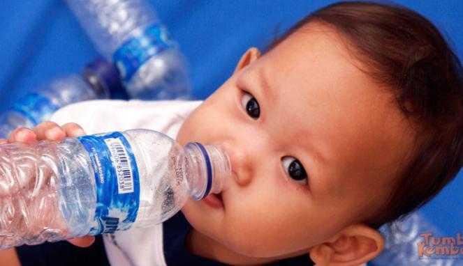 air-putih-untuk-bayi