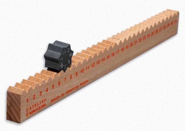kalender meja 4 kayu