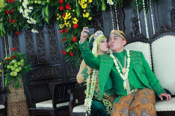 foto-selfie-pernikahan
