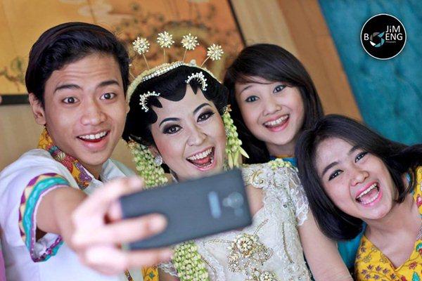 fotografer-pernikahan-bisa-mengambil-moment-tak-terduga