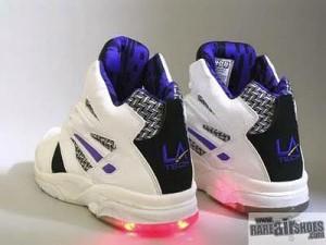 sepatu paling keren tahun 90an