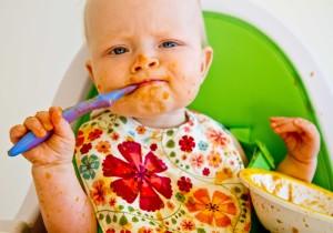 Bayi belajar makan MPASI