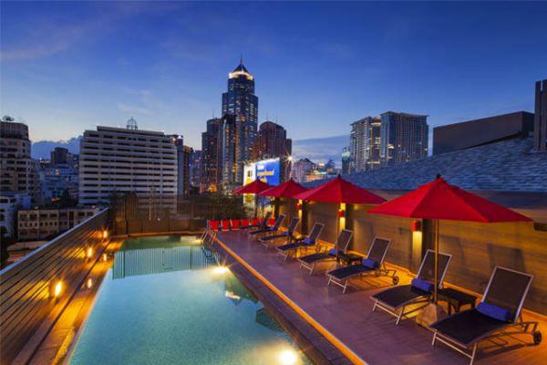 Fasilitas Rooftop Swimming Pool di View Hotel Solo