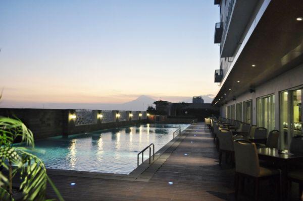 Rooftop Swimming Pool di Aston Hotel Solo