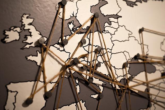 mengembangkan jaringan bisnis