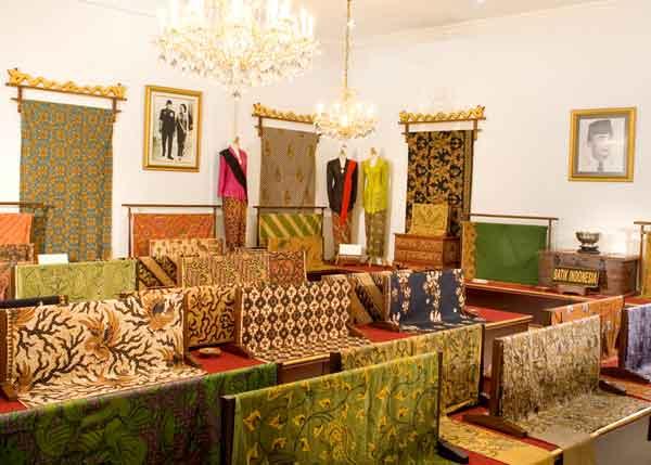 Museum-batik-danar-hadi4