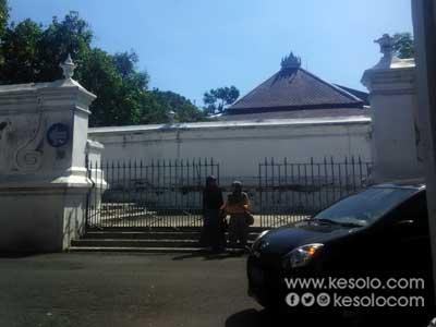 Kori-Mangu-Sitihinggil-Keraton-Kasunanan-Surakarta