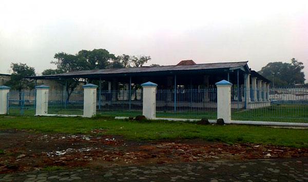 Sitihinggil-Kidul-Keraton-Surakarta-Wikimapiaorg
