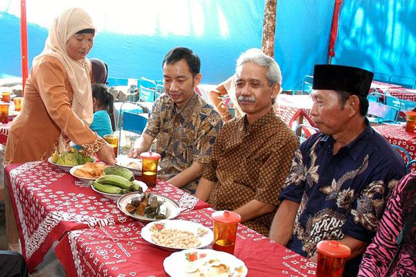 Urutan-Suguhan-Makanan-Resepsi-Pernikahan