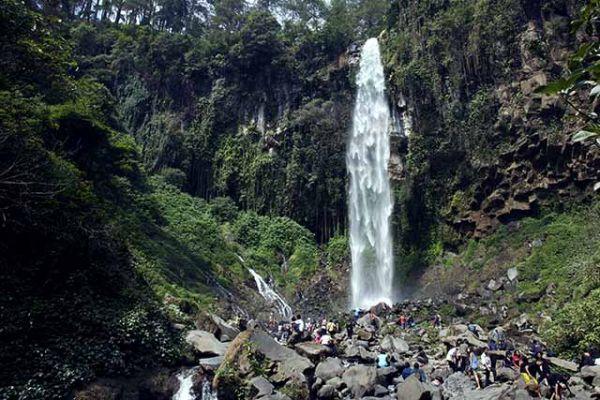 Tempat wisata alam karanganyar Air Terjun Gorojogan Sewu