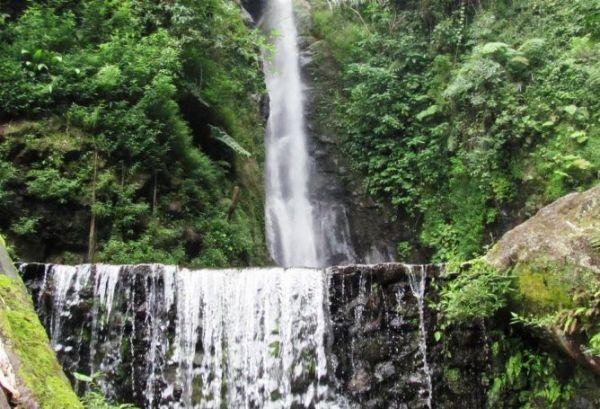 Tempat wisata alam karanganyar Air Terjun Parang Ijo sukuhcom