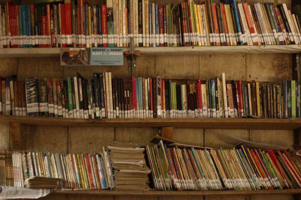 buku-buku-bantuan-dari-teman-teman-di-media-sosial