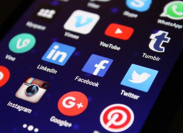 Media sosial bisa menjadi sarana promosi Wedding Organizer/cc/pixelkult