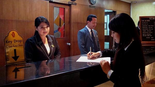 Ruang-resepsionis-Hotel-sentral-jakarta-tipshotelmurahcom
