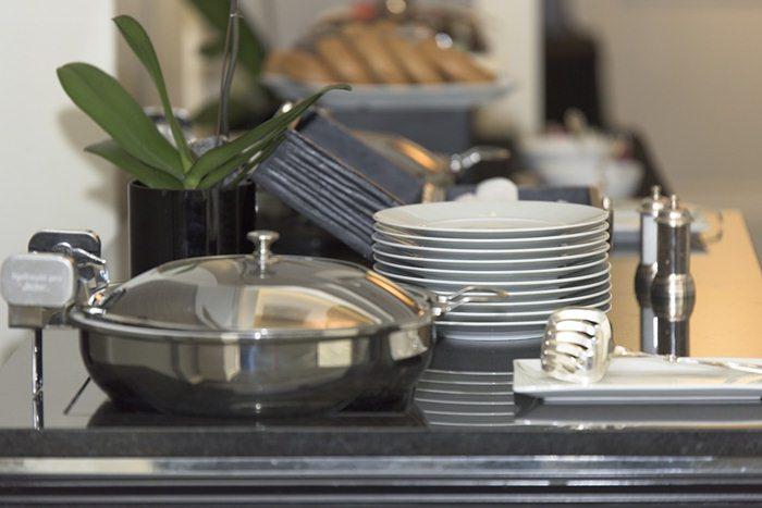 alat-makan-yang-digunakan-untuk-usaha-katering
