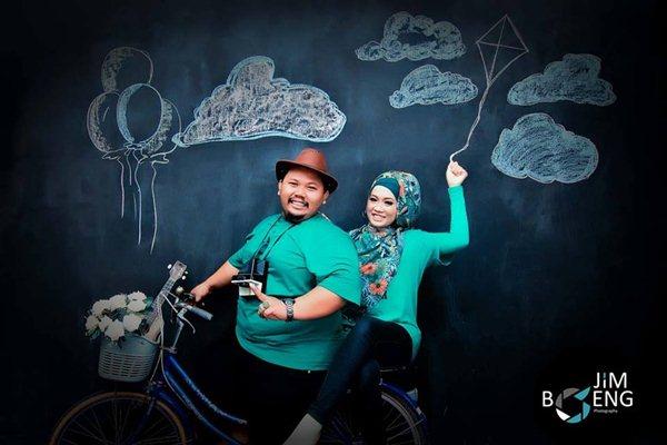 foto-prewedding-tema-bermain-Jimboeng-Photography