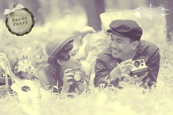 foto-prewedding-tema-foto-lawas-tempo-dulu-Jimboeng-Photography