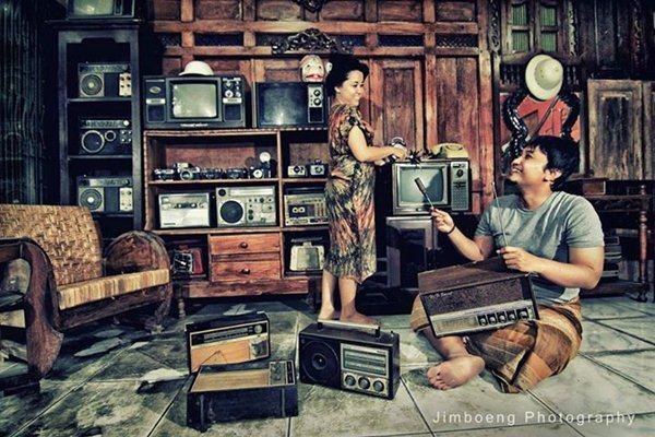 foto-prewedding-tema-profesi-bengkel-elektronik-Jimboeng-Photography