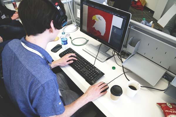 Subsektor Desain Komunikasi Visual / foto startupstock