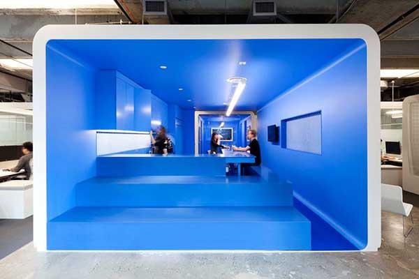 kantor unik dan keren iHeartMedia, Designed by: Architecture + Information and Beneville Studios/MAGDA BIERNAT