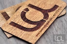 kartu-nama-unik-menggunakan-bahan-kayu