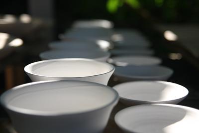 mangkuk-putih-sebagai-alat-makan-usaha-katering