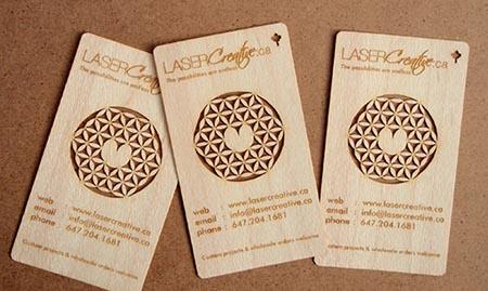 membuat-kartu-nama-kayu-dengan-teknologi-laser
