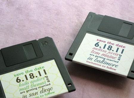undangan pernikahan unik dari disket bekas - infinigeekcom