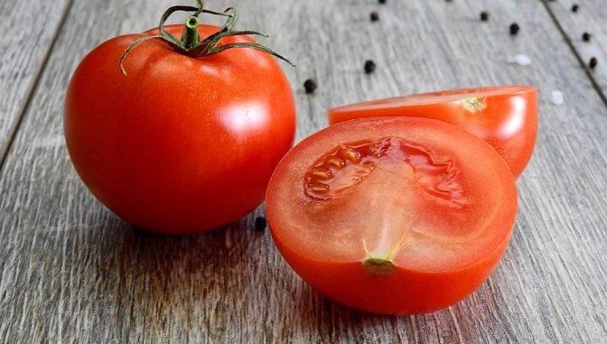 Kandungan tomat kalsium, natrium, serat, protein, magnesium, asam folat, vitamin A.