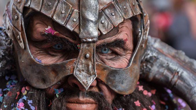 Mise En Scene - Makeup dan kostum dapat memperkuat karakter setiap tokoh dalam adegan
