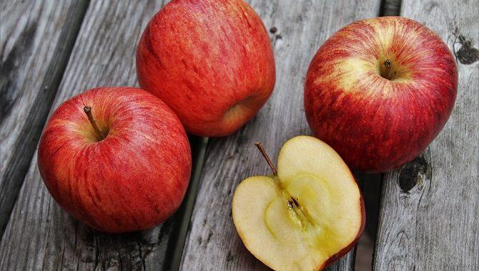 buah apel yaitu kalium,fostor, kalsium, megnesium, vitamin A, vitamin C