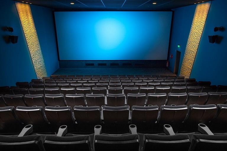 pemutaran film di bioskop