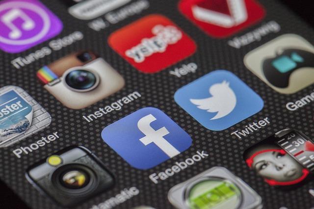 Menjadi Dropshipper yang Sukses harus punya media sosial