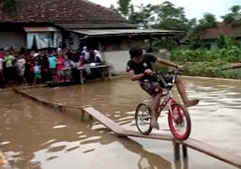 ide lomba sepeda di atas air