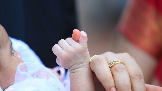 Kulit bayi masih sangat sensitif terhadap paparan benda asing