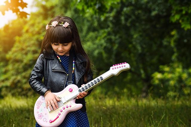 Anak kreatif akan tertarik pada kegiatan kreatif