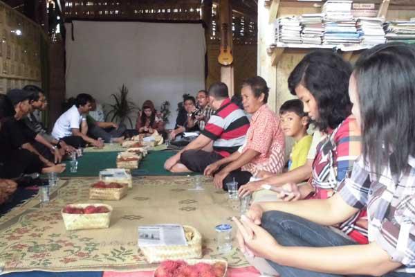 Salah satu acara diskusi tentang pertanian organik bersama Bp. Setiyarman dari Sukoharjo