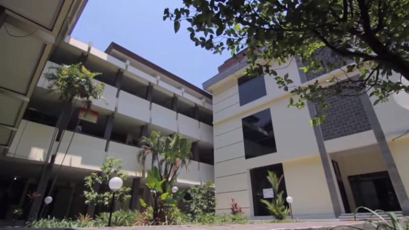 Gedung Universitas Slamet Riyadi Surakarta